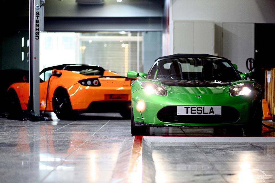 高性能纯电动跑车Roadster首次亮相中国